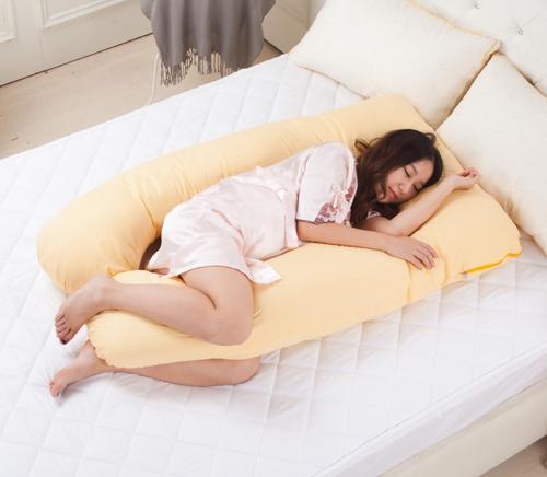 Gối ôm bà bầu không chiếm diện tích giường