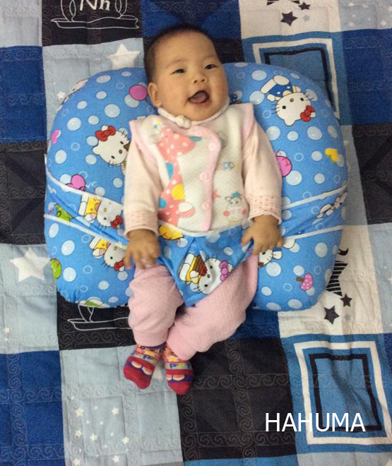 Gối chữ C đa năng Hahuma quà tặng bé gái đầy tháng